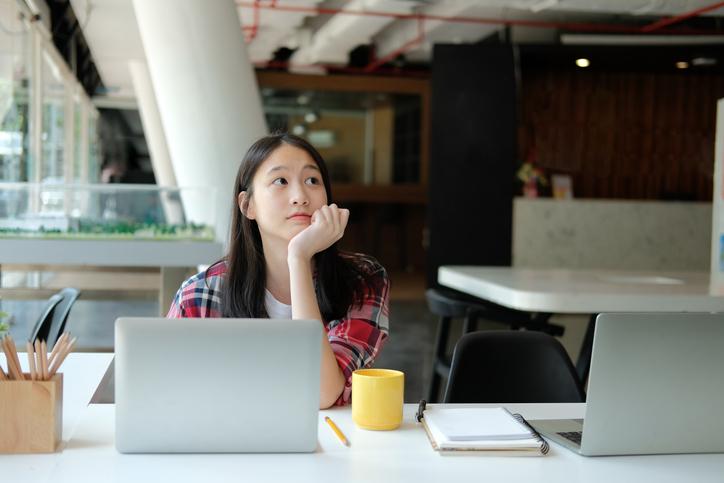 청소년근로권익센터란 고용노동부와 한국 노무사회가 함께 일하는 청소년들을 보호하기 위해 근로 상담 및 노동법 교육 등을 지원하기 위한 청소년권익센터를 의미.
